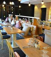 Crustique Cafe