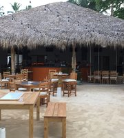 Salty Rooster Beach Bar & Grill