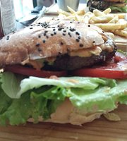 Cheo's Burgers & Grill Bar