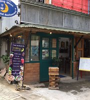 Smiling Moon Cafe