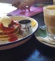 Shakey Isles Cafe
