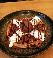 Mai Café & Dessert Bar