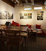 Lesecafé und Kulturbar Bsinti