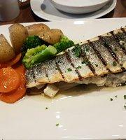 La Bistro Mediterranean Kitchen