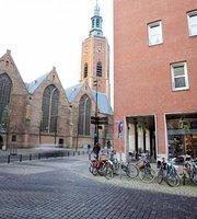 Anne & Max Den Haag Kerkplein