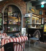 Lads & Lassie Cafe