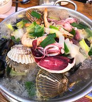 Ilsan Bakseunggwang Choe River Seafood Noodles Soup