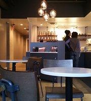 La Boule Patisserie & Bakery