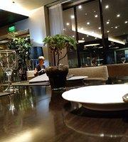 Maximilian Lobby Bar & Restaurant