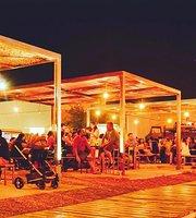 Hangar 52 Beer Garden Godoy Cruz