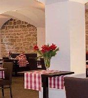 Augusta Restaurant Brasserie Bar