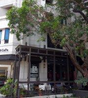 MT49 Cafe'