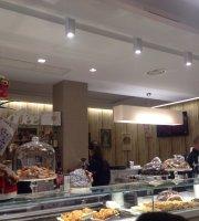 Le Plaisir Cafe