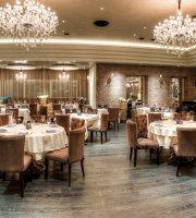 Vesna Restaurant & Lounge