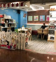 Charlie Brown Cafe - MBK Center