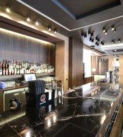 Montmartre Restaurant Cocktail Bar