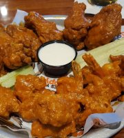 Hooters 275 Of 2 967 Restaurants In Orlando 815 Reviews 8510 Palm Pkwy 0 Miles From Clarion Inn Lake Buena Vista