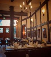Anno 1560 Apartments & Restaurant