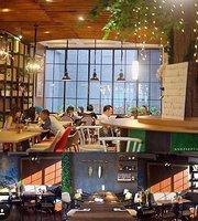 De Cafe Rooftop Garden