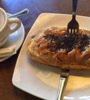 Le Bistro Cafe