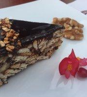 Silvertip Cafe & Homestay