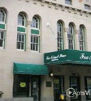 Restaurants Near Paramount Theatre 23 E Galena Blvd Aurora Il 60506 4128 Read Reviews Of Leland Legends Pub And Grill