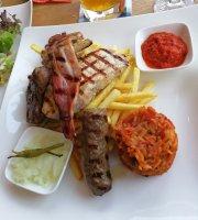 Milan's - Cafe Restaurant Bodega