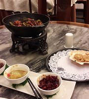 Huajia Yiyuan (Hua's Restaurant)
