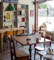 Frogs & Roses Café