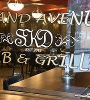 Grand Avenue Pub & Grille