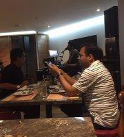 Zanas Bar and Grill