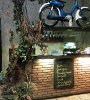 Linds Ice Cream Cafe & Resto