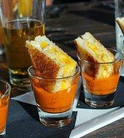 Jamboozie's Sports Bar & Grill