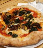 O' Scugnizzo Pizzeria E Piccola Cucina