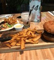 Shafston Hotel Verandah Bar & Grill