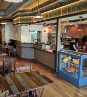 Uptowne Cafe