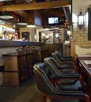 Janis Pub