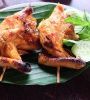 Warung Lesehan dan Ayam Bakar Bu Mamik