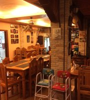 U Ksenii Guesthouse, Restaurant & Bar