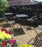 Cafe & Zakkaten Sonne