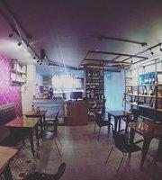 Lola Resto & Cafe