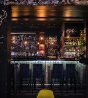 Dziki Wschód Pub & Restaurant