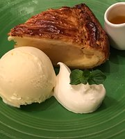 Granny Smith Apple Pie & Coffee Ginza