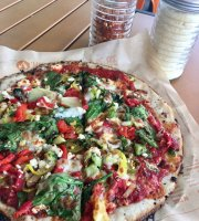 ‪Fast-Fired Blaze Pizza‬