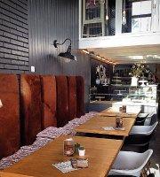 Red Velvet Cafe & Pasteleria Artesanal