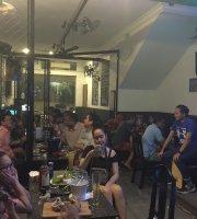 MeMates Resto Bar