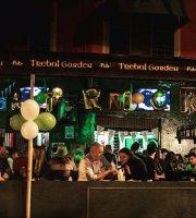 Trebol Garden Pub