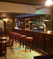 Chapeau 2.0 Vintage Restaurant Pub
