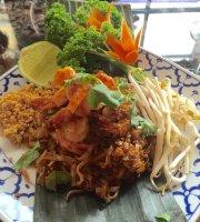 Le Thai 9