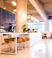 Le Parva Café & Bistro